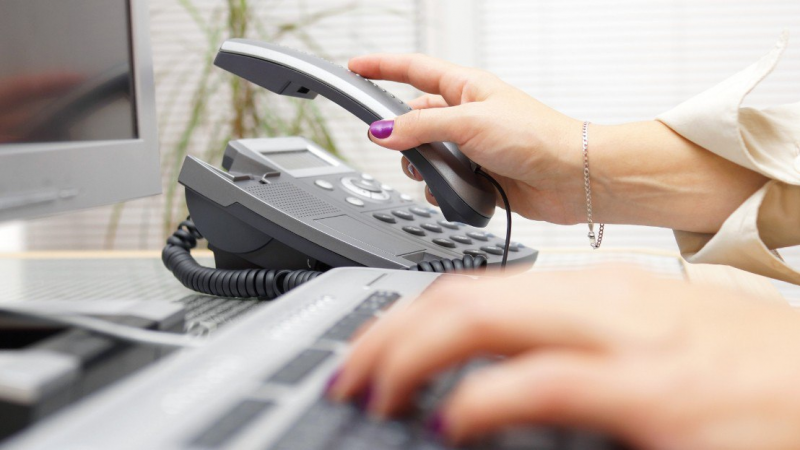 What are the different types of answering services?